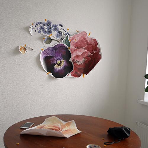 Примерьте и закрепите наклейки на стене