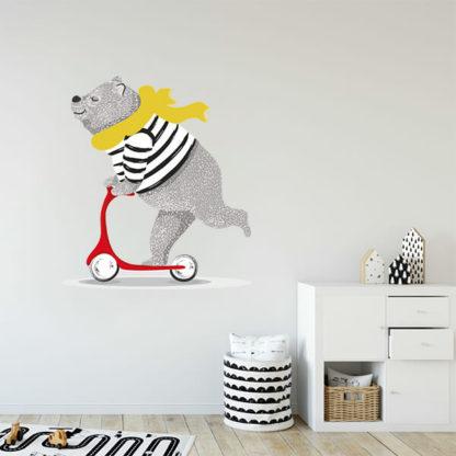 Медведь на стене наклейка