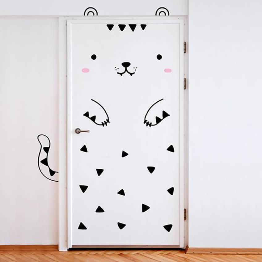 Наклейки на дверь