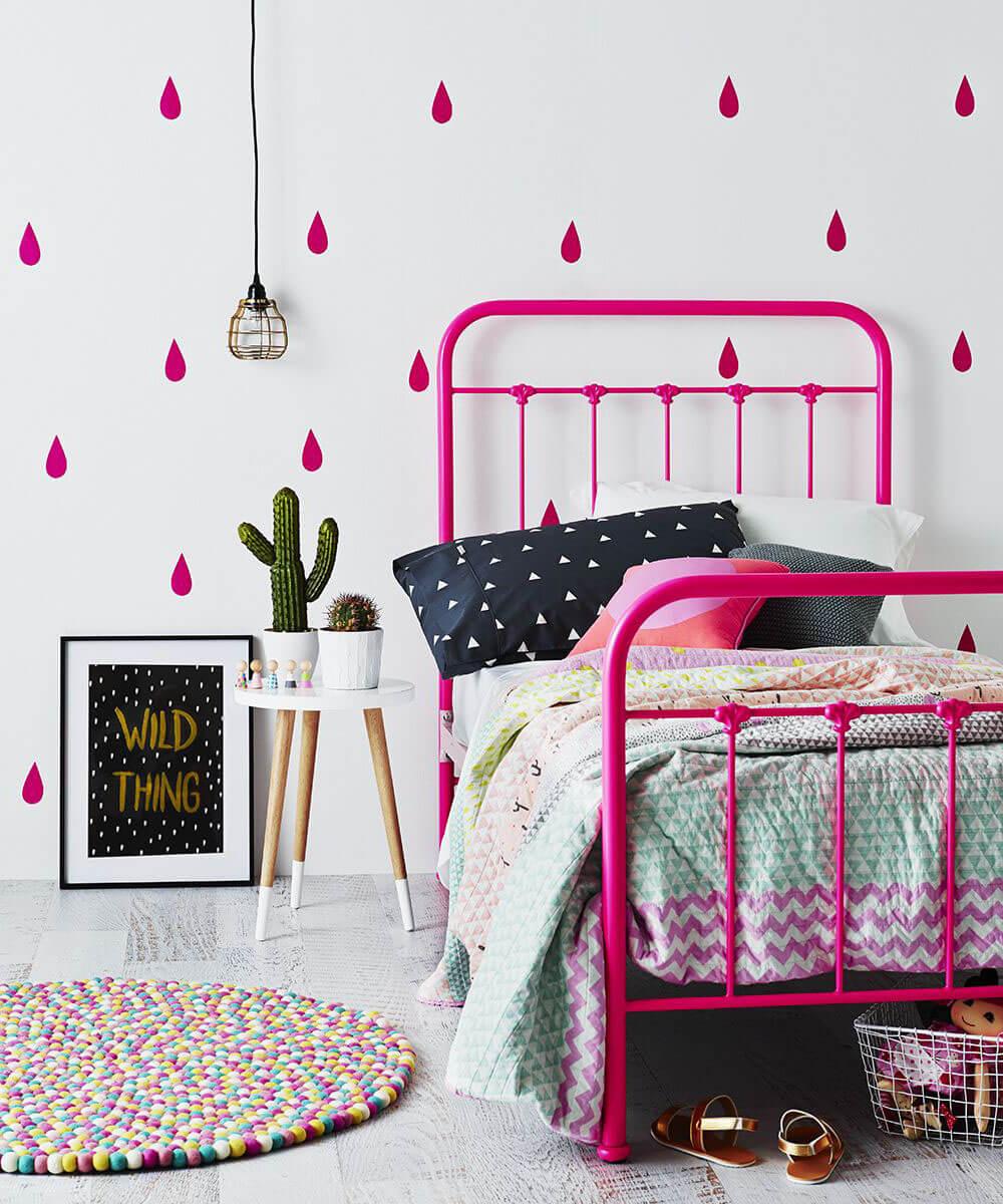 Яркая детская комната. Розовые наклейки