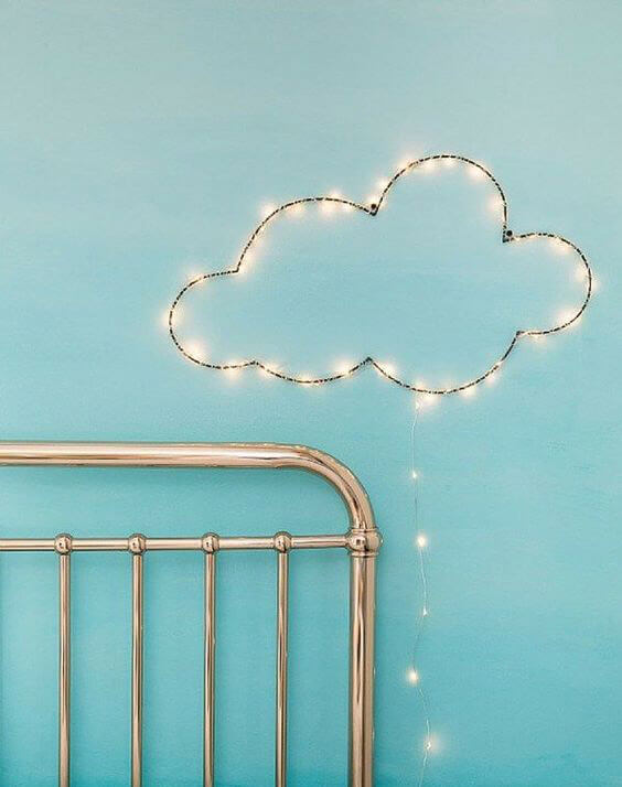 Светящаяся гирлянда облако
