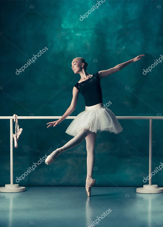 Постер Балерина у станка  - фото