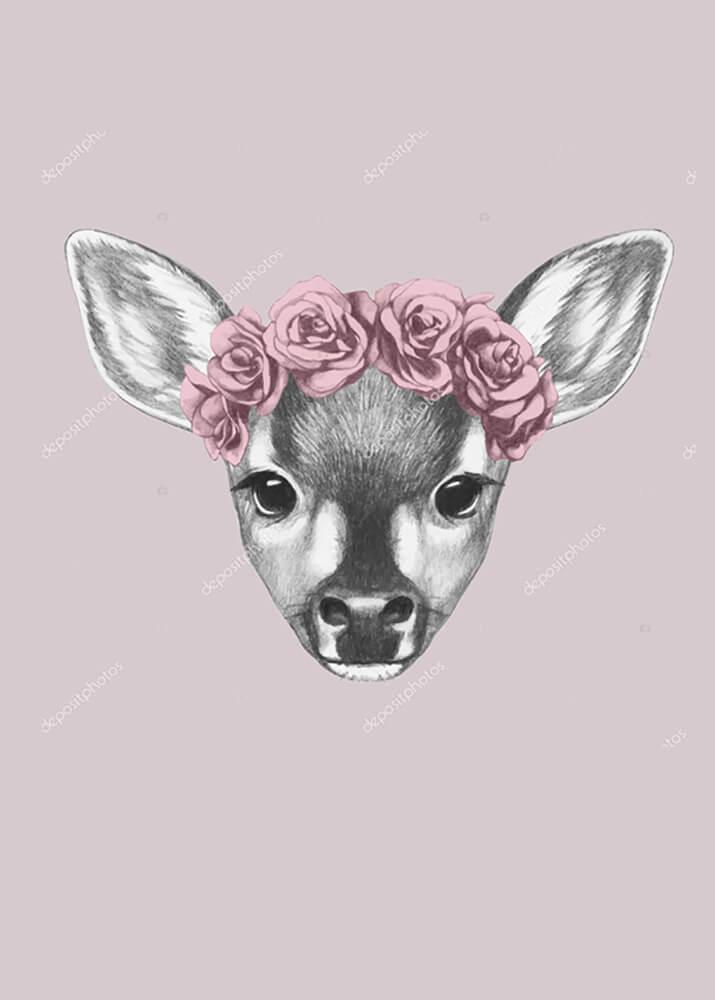 Портрет олененка с цветами на голове  - фото